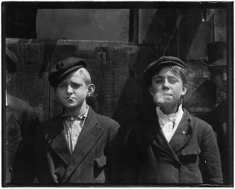11-00_A.M._Newsies_at_Skeeter's_Branch._They_were_all_smoking._St._Louis,_MO._-_NARA_-_523293.tif