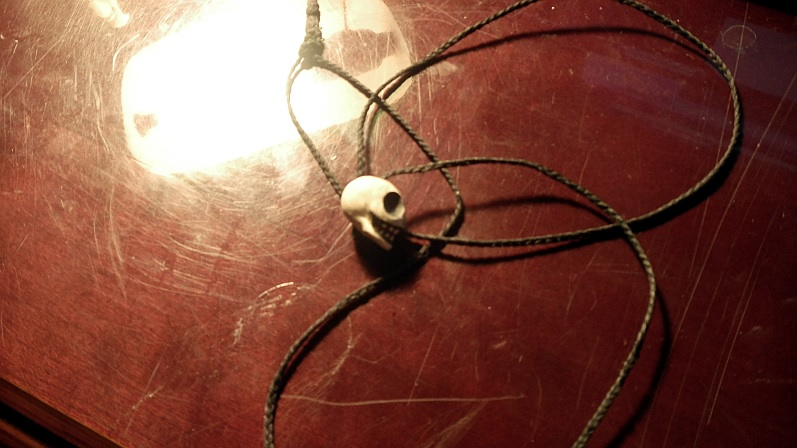 adam_s_necklace_by_geefreak-d6vfd87